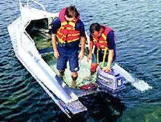 Во время движения на скорости корпус лодки «Стаби-Крафт» 2-го поколения создает слой ламинарного потока воды под каждым бортовым поплавком, благодаря чему лодка мягче идет по волнам.
